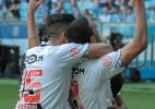 Thiago Galhardo defende Martin Silva após falha: