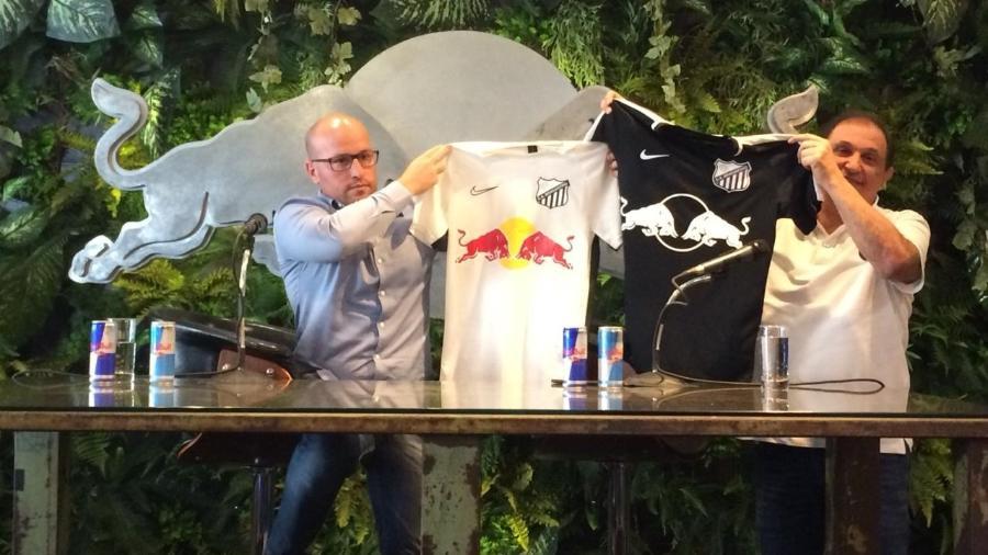 No primeiro ano de parceria, o Bragantino Red Bull adotou um uniforme todo branco e outro todo preto - Emanuel Colombari/UOL