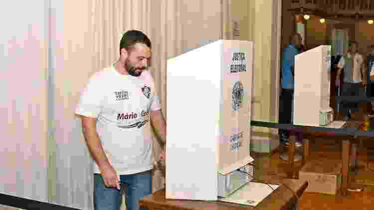 Advogado Mario Bittencourt vota durante a eleição presidencial do Fluminense nas Laranjeiras - Mailson Santana/Fluminense FC