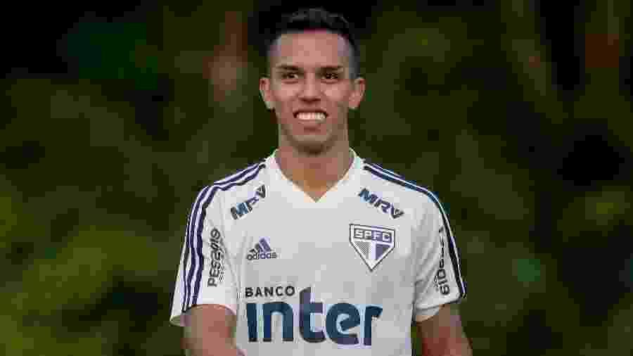 Igor Vinicius durante treino do São Paulo; lateral agrada pela evolução em campo e pela postura na chegada de reforços - Marcello Zambrana/AGIF