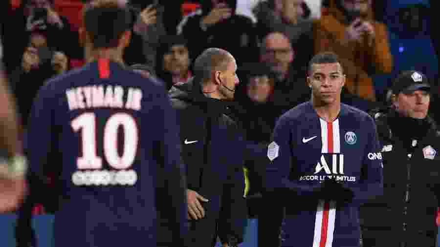 Neymar foi substituído por Mbappé na vitória do PSG sobre o Lille  - FRANCK FIFE / AFP