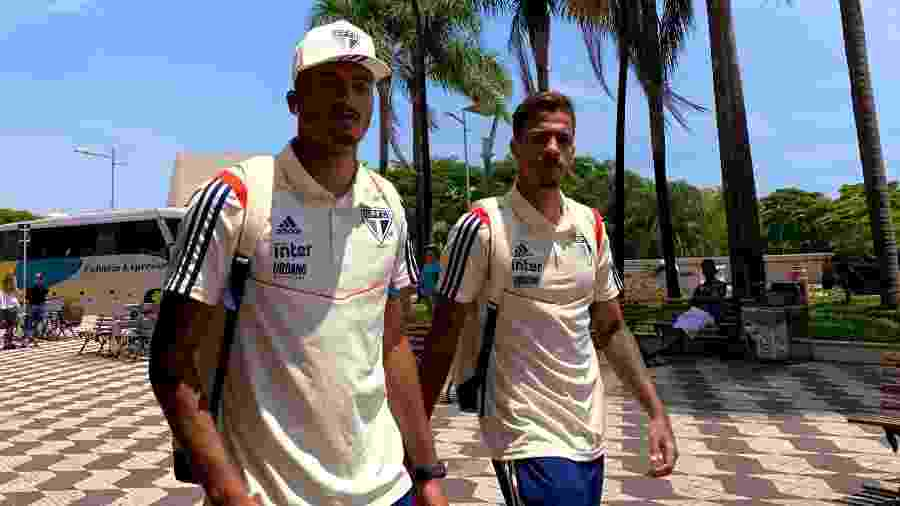 Walce, à esquerda, pode ser vendido ao Red Bull Bragantino e abrir espaço para Diego, à direita - Rubens Chiri/saopaulofc.net