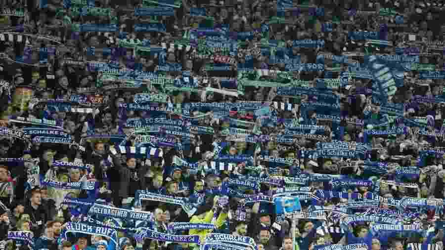 Torcida do Schalke 04 em jogo contra o Hertha Berlim pela Copa da Alemanha - Leon Kuegeler/Reuters