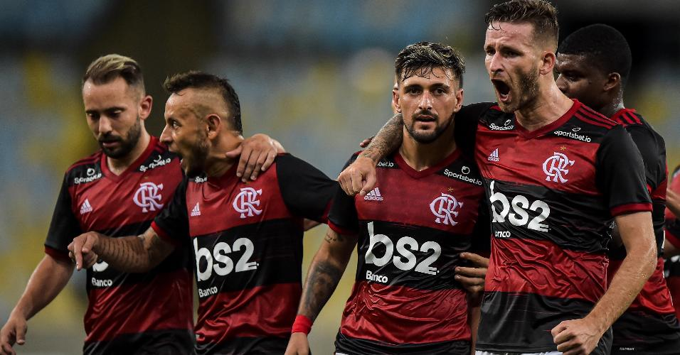 Jogadores do Flamengo celebram virada sobre a Portuguesa-RJ