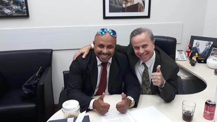Sergio Brito, assessor de gabinete, ao lado do vereador Camilo Cristófaro (PSB) - Reprodução