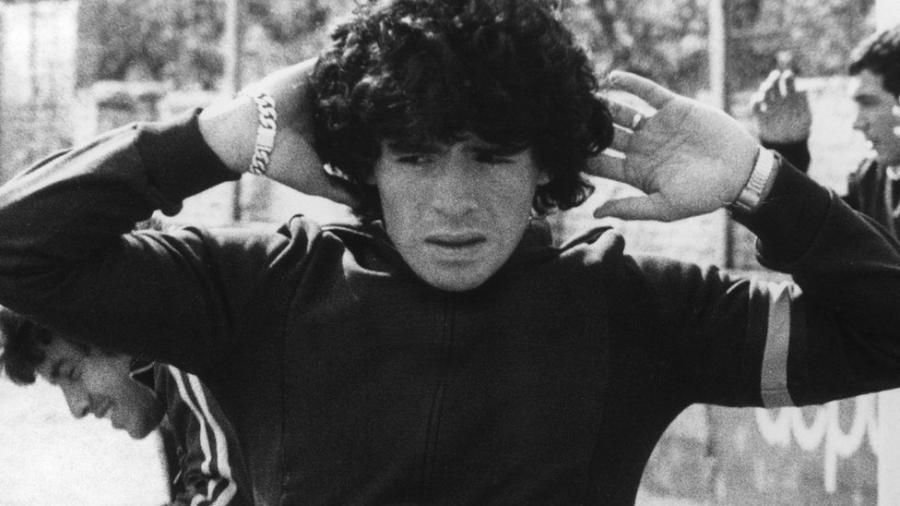 Diego Armando Maradona em 1977, quando defendia o Argentinos Juniors - AFP