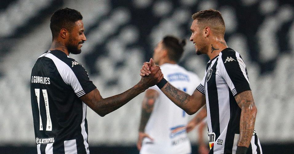 Diego Gonçalves comemora gol com a assistência de Rafael Navarro