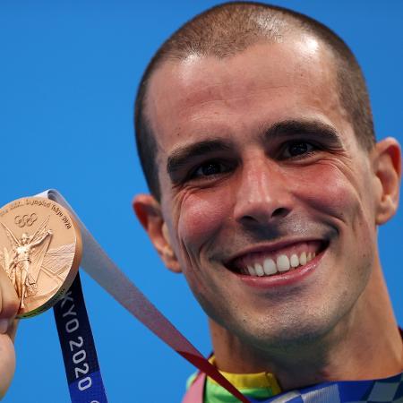 Bruno Fratus com a medalha dos 50m livre nos Jogos Olímpicos Tóquio 2020 - Reuters