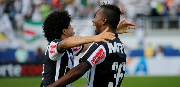 Hyuri comemora com Luan após marcar seu primeiro gol com a camisa do Atlético-MG, na Florida Cup de 2016