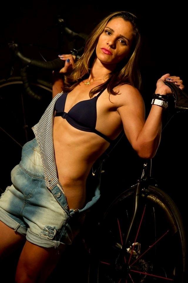 A equipe de ciclismo feminina Memorial-Santos/Fupes/Unimes, também conhecida por ?Memorial Girls?, fez fotos para a venda de um calendário