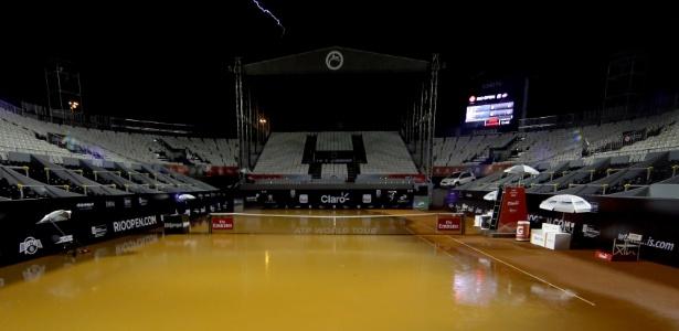 Quadra central do Rio Open ficou alagada por causa da chuva e de um ralo entupido - Matthew Stockman/Getty Images