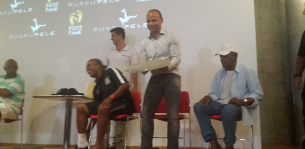 Léo foi homenageado na calçada da fama do Museu Rei Pelé, na cidade de Santos - Samir Carvalho/UOL Esporte