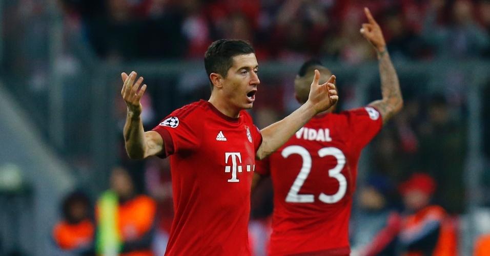 Lewandowski comemora o segundo gol do Bayern contra o Atlético, na Liga dos Campeões