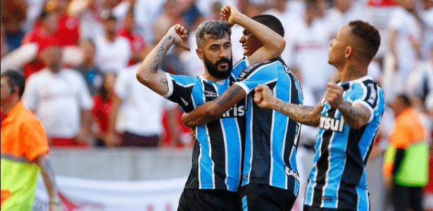 Douglas é um dos jogadores que podem ser preservados do clássico de domingo - Lucas Uebel/Grêmio