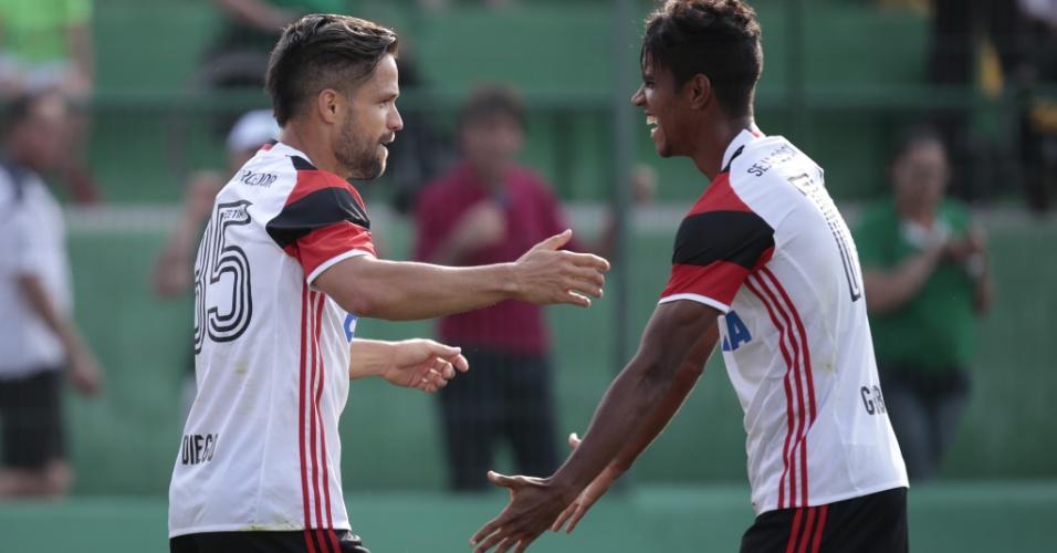 Diego comemora ao marcar para o Flamengo