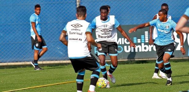 Negueba voltou aos treinamentos normais no Grêmio e pode jogar na quarta-feira