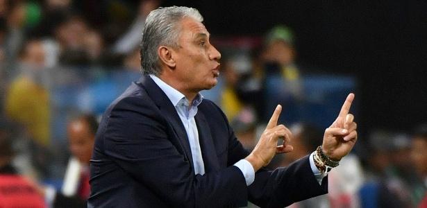 tite comanda os jogadores da selecao brasileira no duelo contra o paraguai 1490750473646 615x300 - Com novo brilho de Neymar, Brasil vence Paraguai e se classifica para Copa