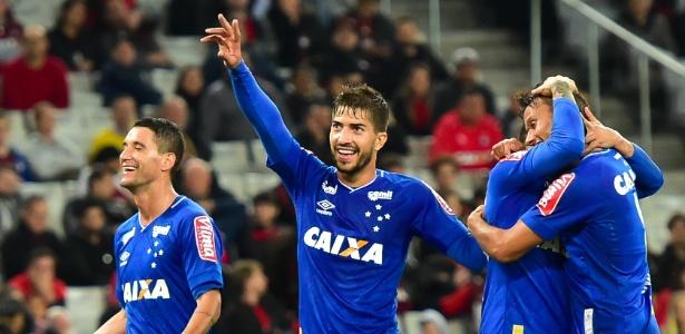 Pela liderança do returno, Cruzeiro recebe o Atlético-PR às 17h no Mineirão