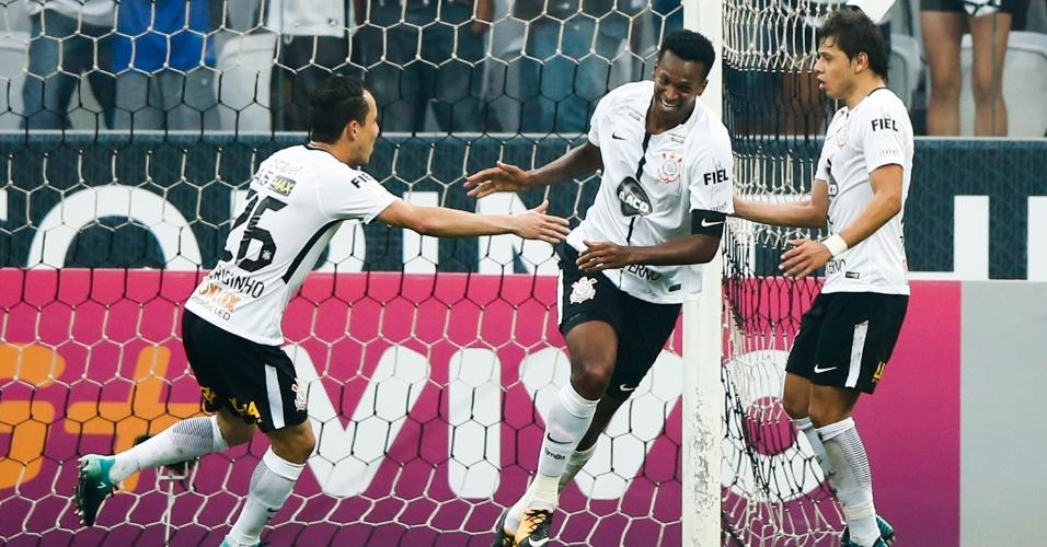 Jô comemora gol do Corinthians contra o Vasco