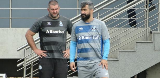 Douglas em sua volta ao campo no CT do Grêmio; meia pode voltar em maio