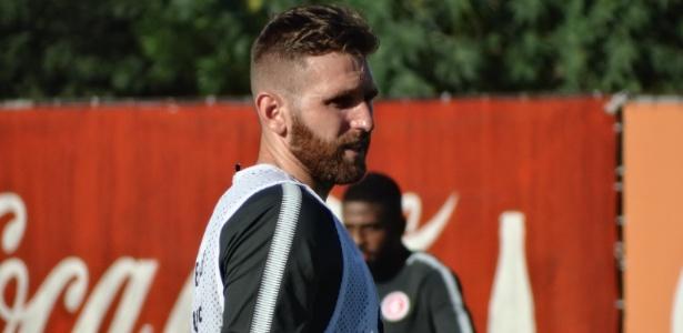 Fabiano participou do treinamento do Inter na manhã desta quinta-feira