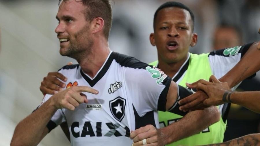 Joel Carli comemora gol do Botafogo diante do Vasco nas finais do Campeonato Carioca 2018 - Botafogo FR/Divulgação