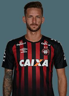 Leonardo Pereira, lateral do Atlético-PR