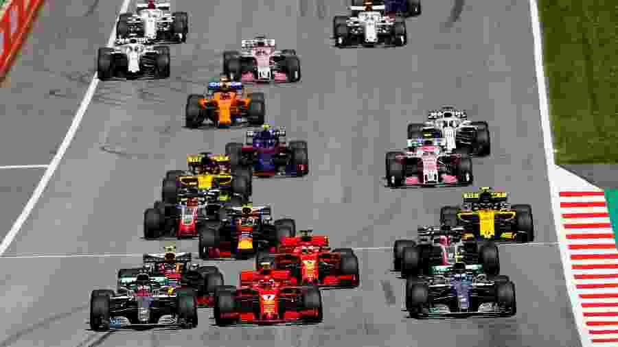 Hamilton assume a ponta logo após a largada do GP da Áustria - Leonhard Foeger/Reuters