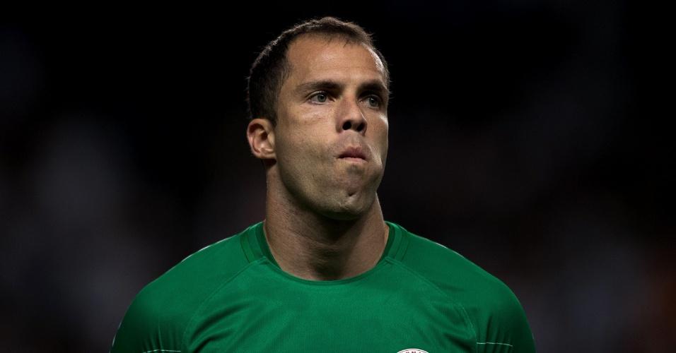 Marcelo Lomba em ação pelo Internacional contra o Atlético-MG