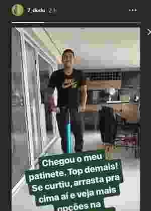 c77626af86 Dudu vai a treino do Palmeiras de patinete e comemora