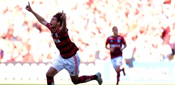 """Willian Arão festeja gol do Flamengo; volante é """"exemplo"""" do que o Tricolor quer"""