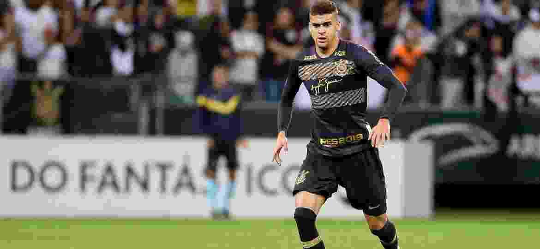 Flu se acerta com Corinthians e aguarda exames para anunciar Léo Santos c0ad0a64f65d7