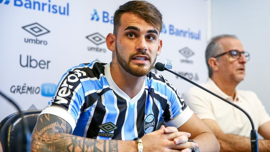 Felipe Vizeu durante apresentação como reforço do Grêmio - Lucas Uebel/Grêmio