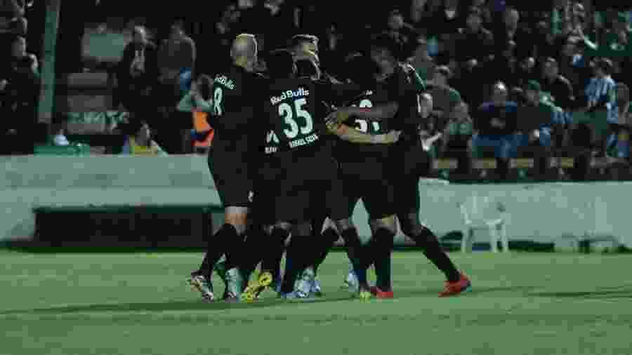 Jogadores do Bragantino celebram resultado diante do Operário-PR pela 35ª rodada da Série B do Brasileiro - João Vitor Rezende Borba/AGIF