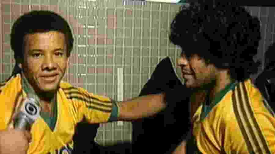 Jacozinho e Maradona em no jogo festivo de Zico em 1985 - Reprodução/TV Globo