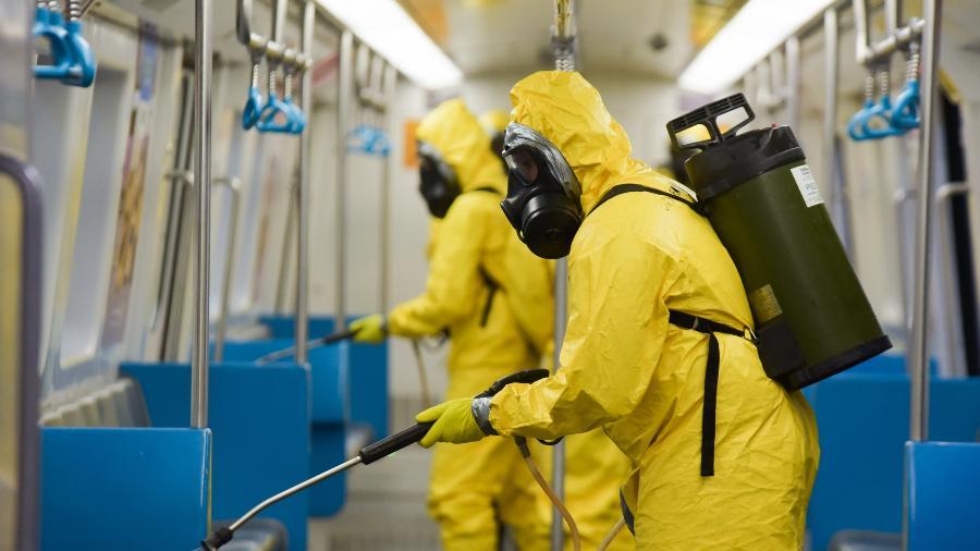 Militares realizaram ação de desinfecção contra coronavírus na Central do Brasil  - MARCELO FONSECA/ESTADÃO CONTEÚDO