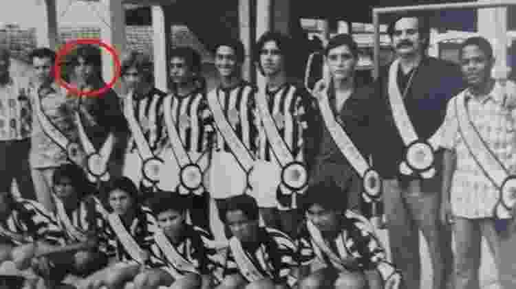 Nelson Teich (em destaque) com a faixa de campeão carioca de futsal na década de 70 no Rio - Arquivo Pessoal - Arquivo Pessoal