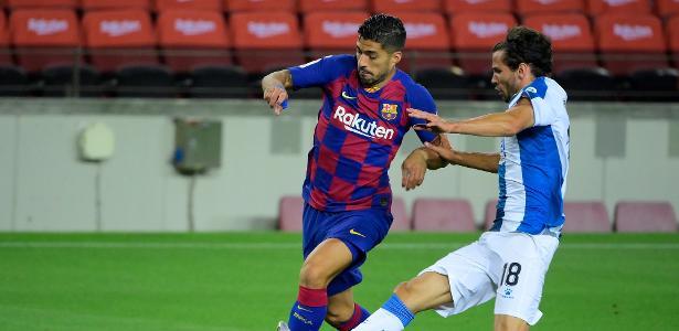 Barça vence jogo com duas expulsões e VAR; Suárez vira 3º maior artilheiro – UOL