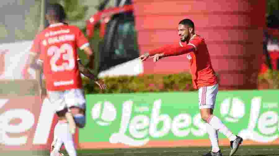 Guerrero comemora gol do Internacional contra o Aimoré - Ricardo Duarte