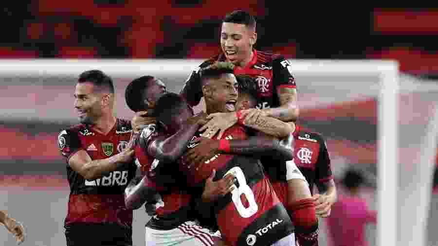 Jogadores do Flamengo comemoram gol de Bruno Henrique contra o Del Valle, em jogo da Libertadores - SIlvia Izquierdo-Pool/Getty Images