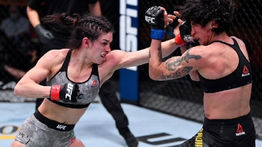 Duelo entre as brasileiras Mackenzie Dern (à esquerda) e Virna Jandiroba no UFC 256, em Las Vegas (EUA) - Reprodução/UFC