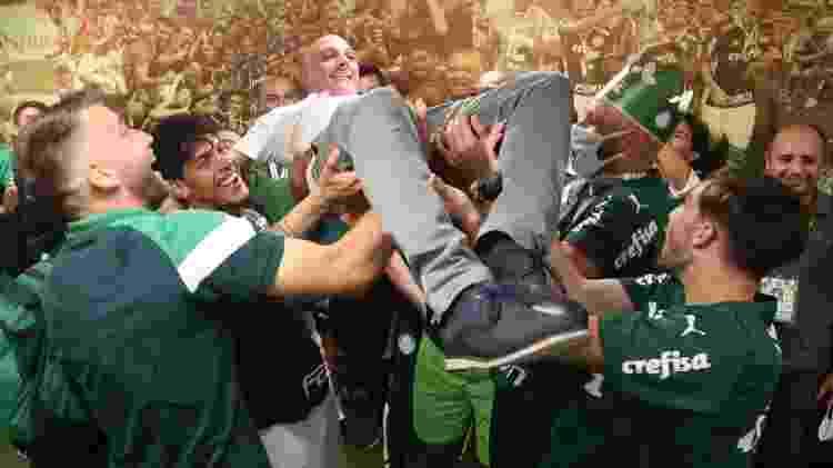 Maurício Galiotte celebra o título do Palmeiras com os jogadores - Divulgação - Divulgação