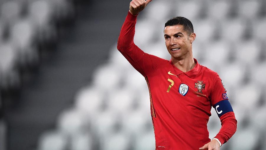 Cristiano Ronaldo em ação com a camisa da seleção de Portugal - Getty Images