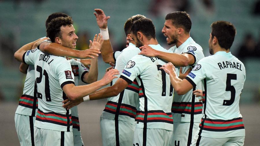 Jogadores de Portugal comemoram gol contra o Azerbaijão - Tofik BABAYEV / AFP