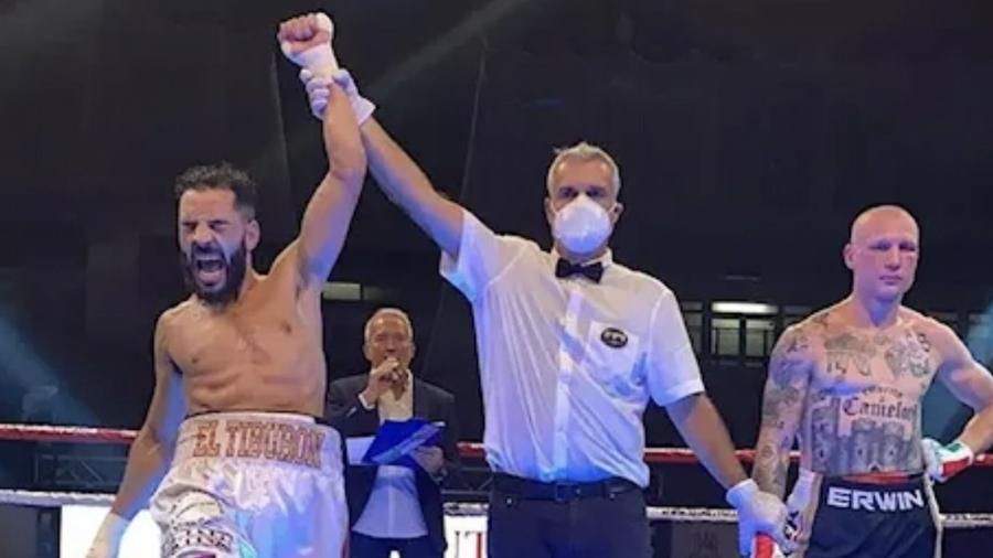 Hassan Nourdine (à esquerda) venceu Michele Broili, boxeador que tem tatuagens nazistas espalhadas pelo corpo - Reprodução/Twitter