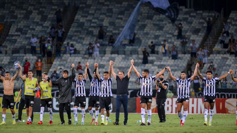 Cuca e jogadores do Atlético-MG agradecem torcida após vitória sobre o Inter - Agência I7/Mineirão