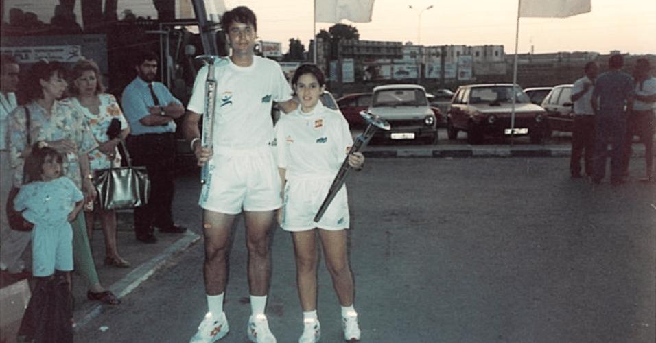 24.jun.2015 - História com a tocha olímpica rendeu um apelido a Lara Leite de Castro. Por ter apenas 1,58m, a estudante de educação física passou a ser chamada de
