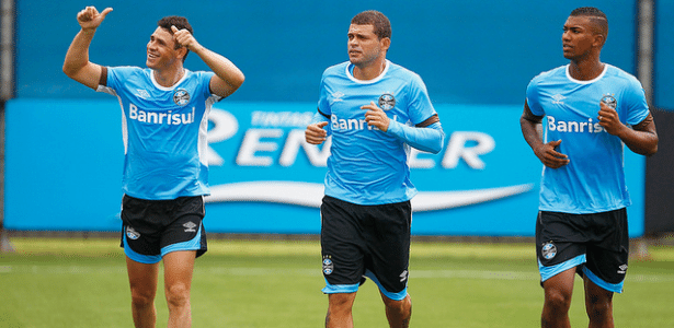Jogadores do Grêmio retomam atividades no CT do clube, em Porto Alegre