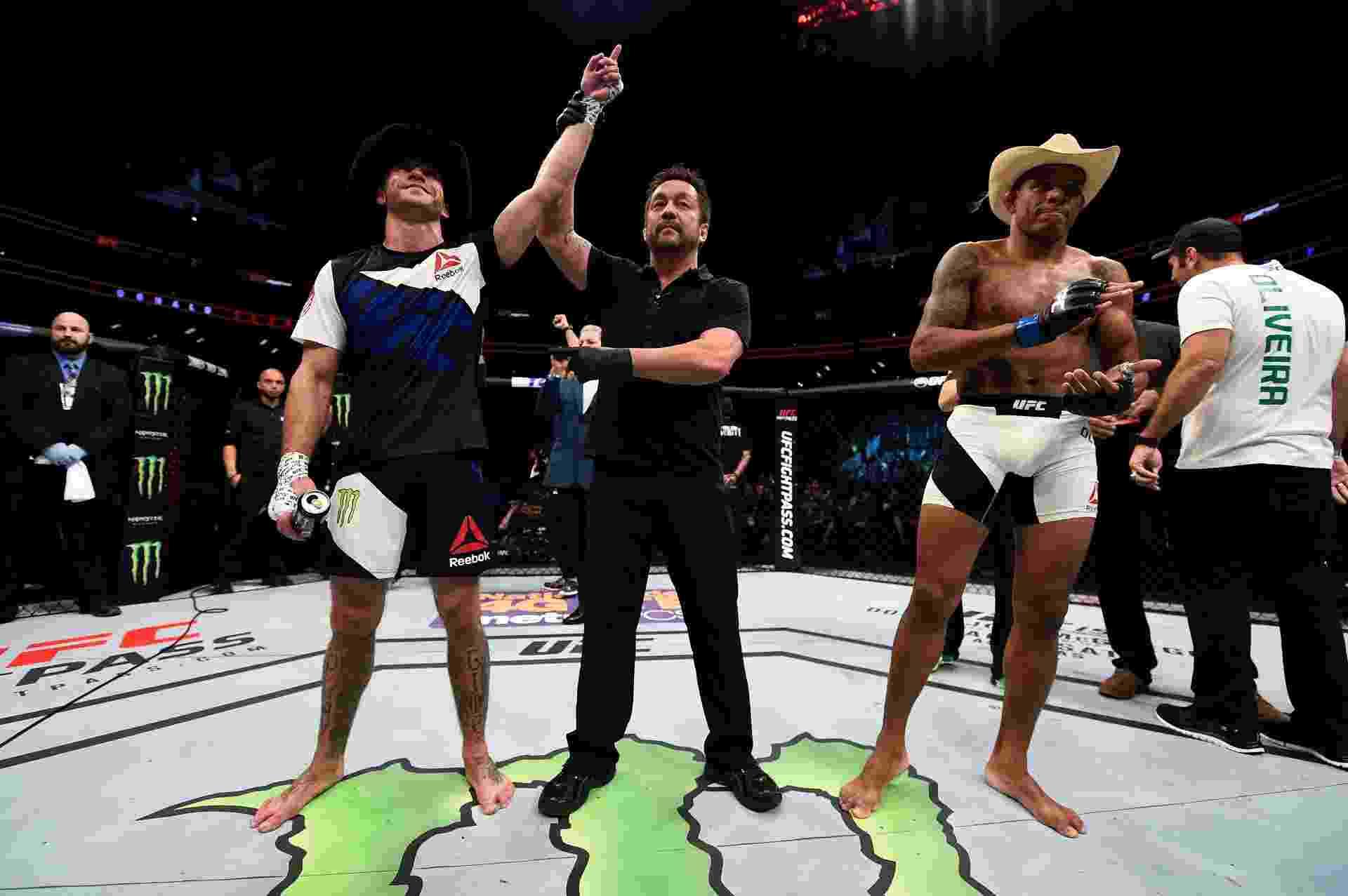 Donald Cerrone comemora vitória contra o brasileiro Alex Cowboy Oliveira no UFC; norte-americano conseguiu uma finalização no primeiro round - Jeff Bottari/Zuffa LLC/Zuffa LLC via Getty Images