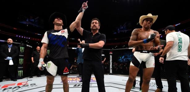 Donald Cerrone embolsou cerca de R$ 200 mil por vitória sobre Alex Oliveira - Jeff Bottari/Zuffa LLC/Zuffa LLC via Getty Images